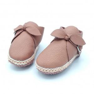 Schoentje met strik en gesp